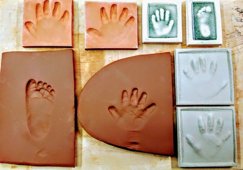 Proceso artesano huellas bebé arcilla